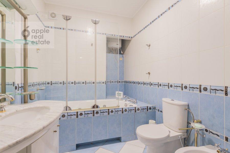 Санузел в 6-комнатной квартире по адресу Петровский бульв. 23