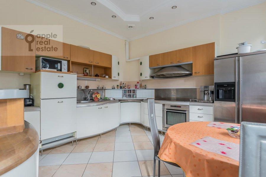 Кухня в 6-комнатной квартире по адресу Петровский бульв. 23