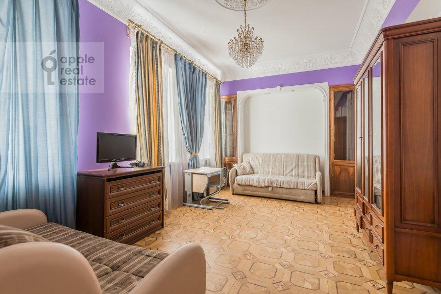Спальня в 6-комнатной квартире по адресу Петровский бульв. 23