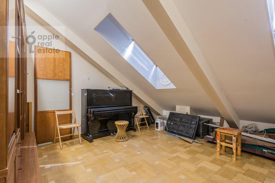 Детская комната / Кабинет в 6-комнатной квартире по адресу Петровский бульв. 23