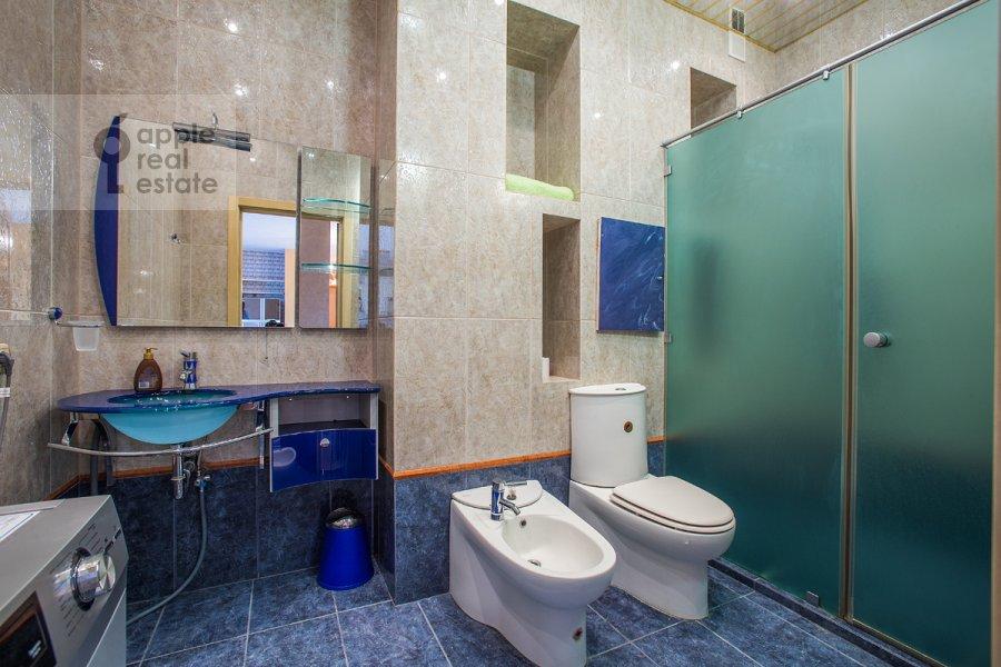 Bathroom of the 3-room apartment at B. Tolmachevskiy per. 4s1