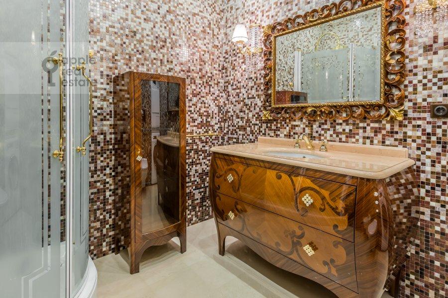 Санузел в 4-комнатной квартире по адресу Смоленский 1-й пер. 17