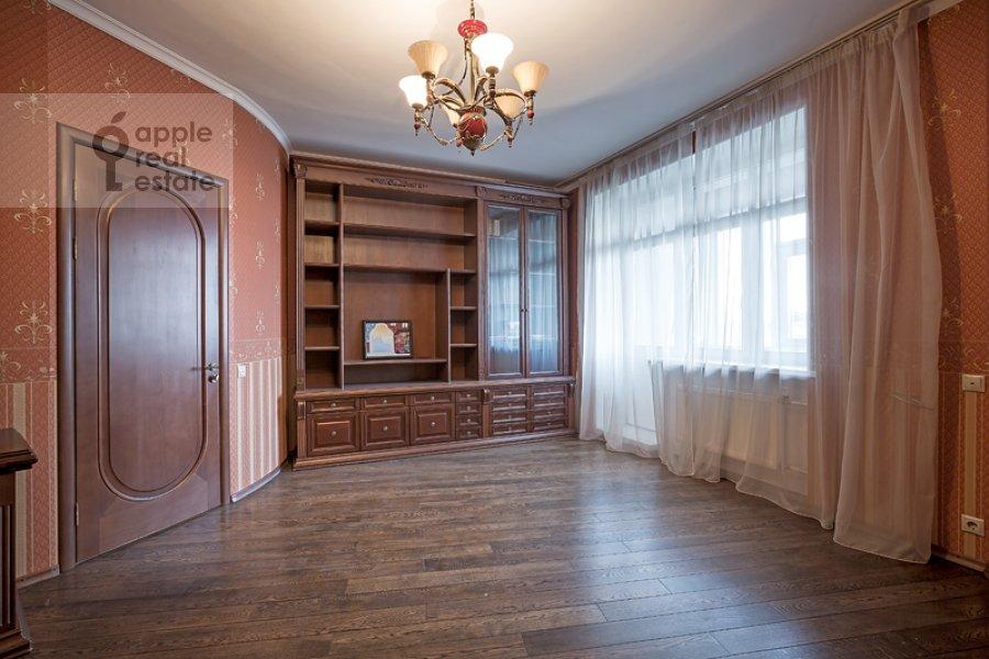 Bedroom of the 4-room apartment at Sosnovaya ul. 10