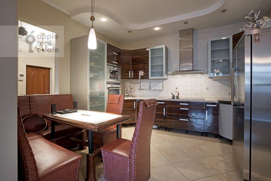 Kitchen of the 4-room apartment at Sosnovaya ul. 10