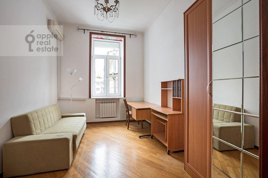Гардеробная комната / Постирочная комната / Кладовая комната в 3-комнатной квартире по адресу Пожарский пер. 8