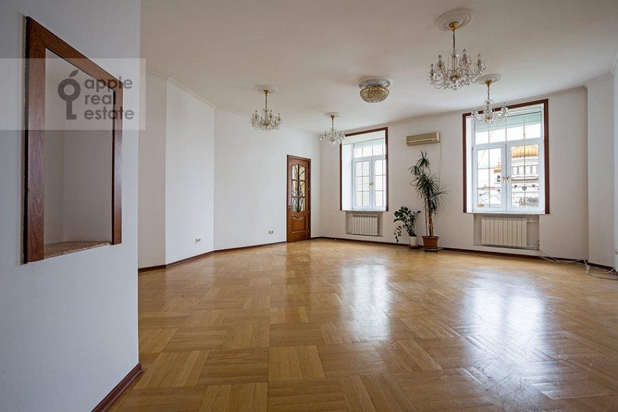 Гостиная в 3-комнатной квартире по адресу Пожарский пер. 8