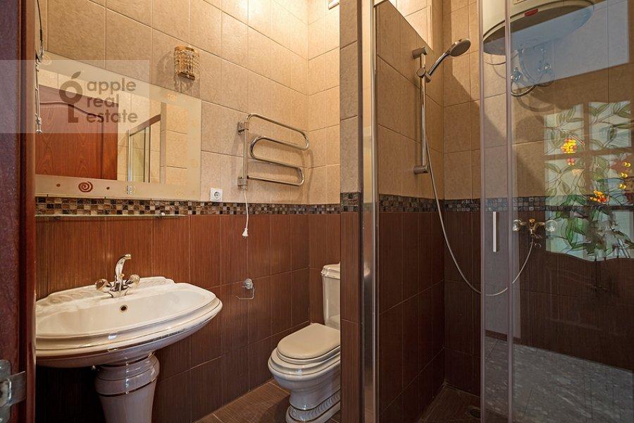 Санузел в 3-комнатной квартире по адресу Пожарский пер. 8