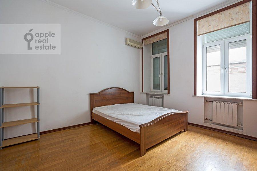 Спальня в 3-комнатной квартире по адресу Пожарский пер. 8