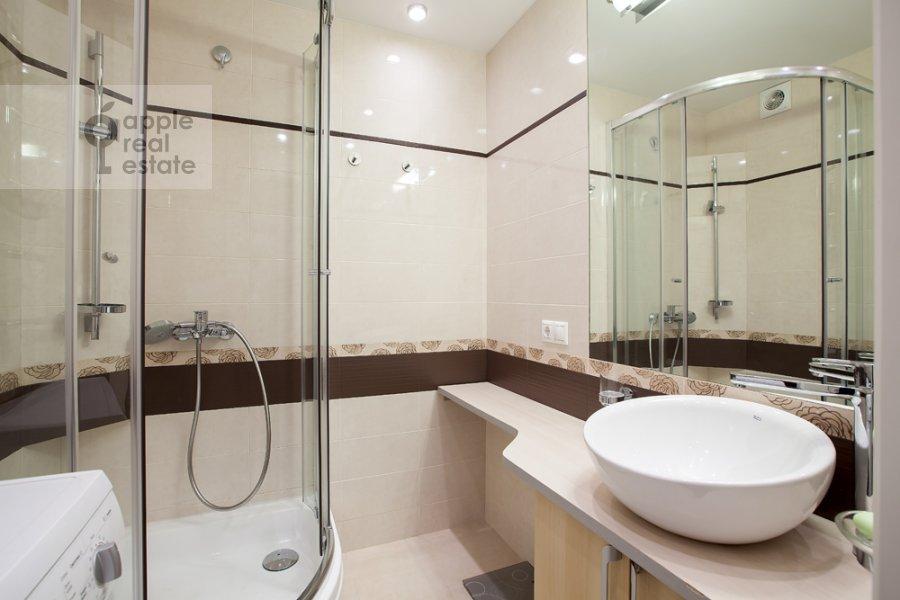 Bathroom of the 3-room apartment at Spasskaya Bol'shaya ul. 31