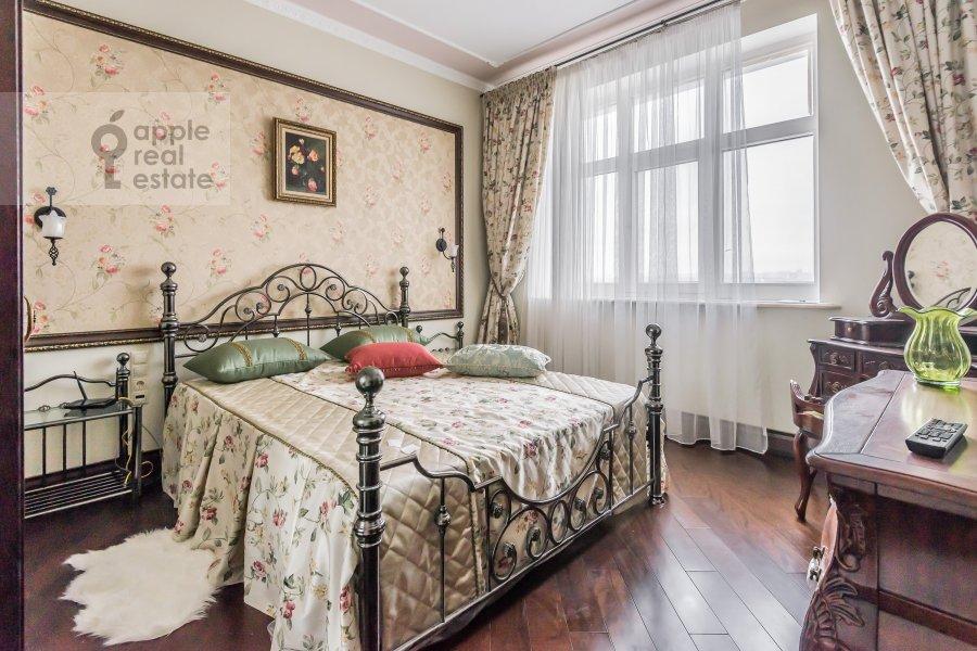 Спальня в 2-комнатной квартире по адресу Маршала Жукова пр-т. 78