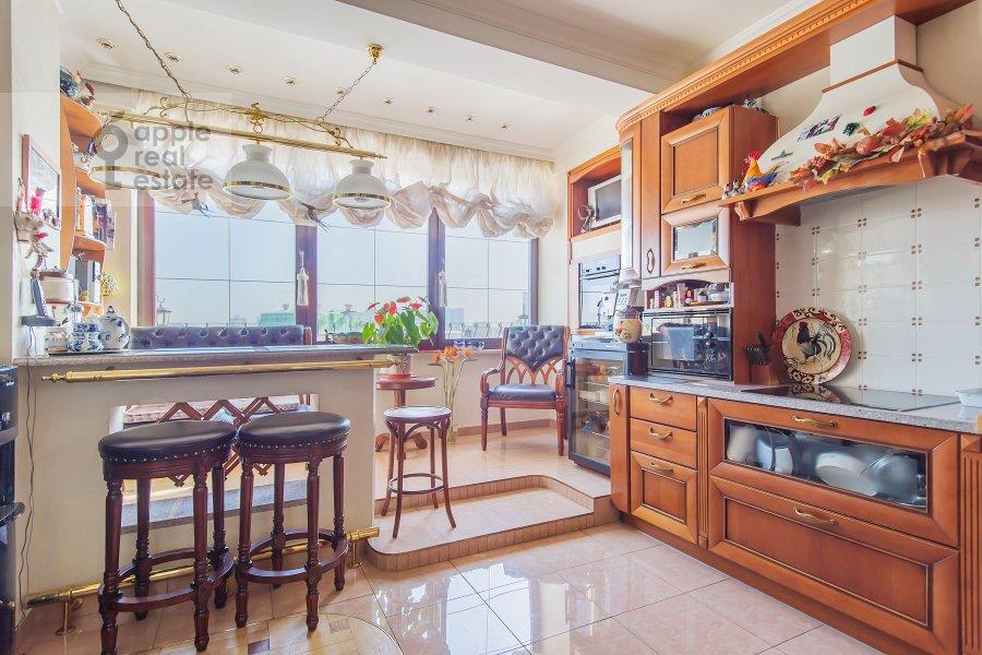 Kitchen of the 4-room apartment at Zamorenova ul. 21