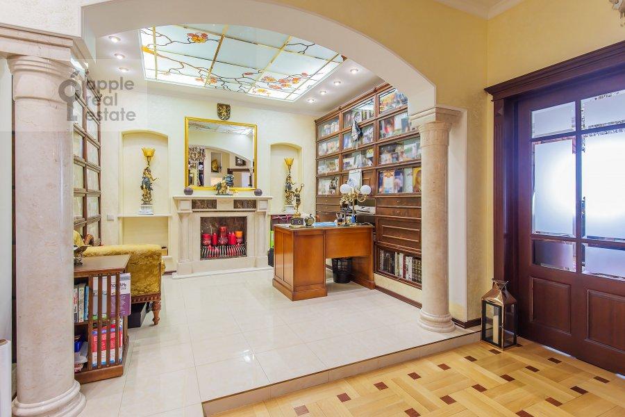 Children's room / Cabinet of the 4-room apartment at Zamorenova ul. 21