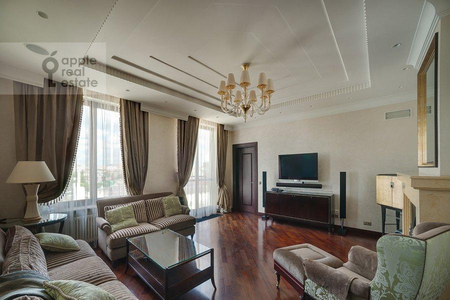Living room of the 4-room apartment at Ostozhenka ul. 27k2