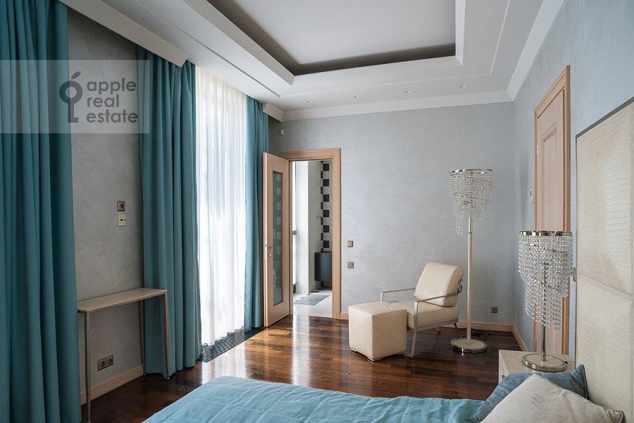 Bedroom of the 4-room apartment at Ostozhenka ul. 27k2