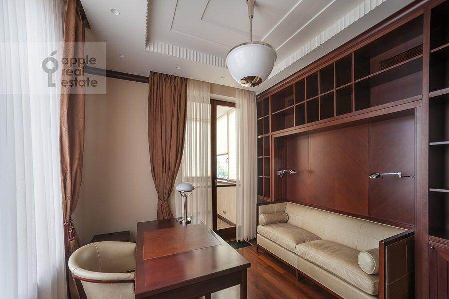 Children's room / Cabinet of the 4-room apartment at Ostozhenka ul. 27k2
