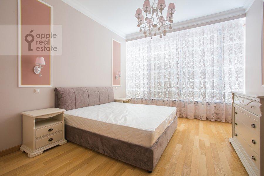 Bedroom of the 5-room apartment at Eropkinskiy per. 16