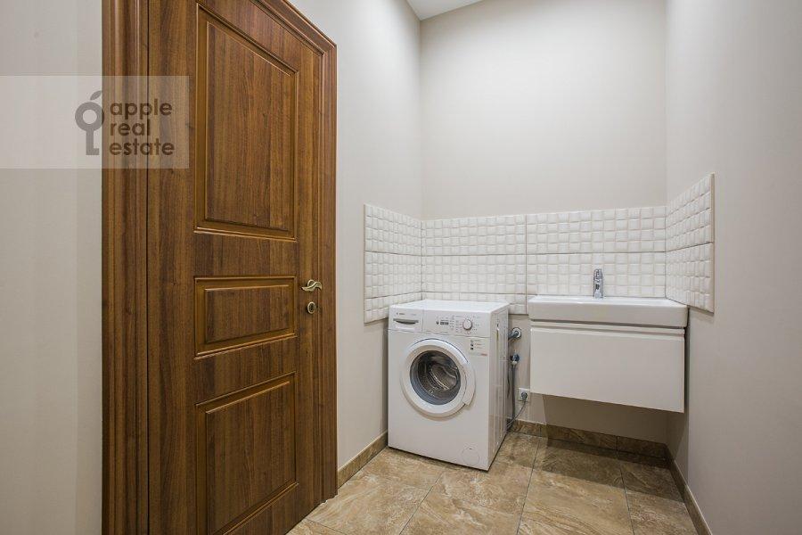 Walk-in closet / Laundry room / Storage room of the 5-room apartment at Eropkinskiy per. 16