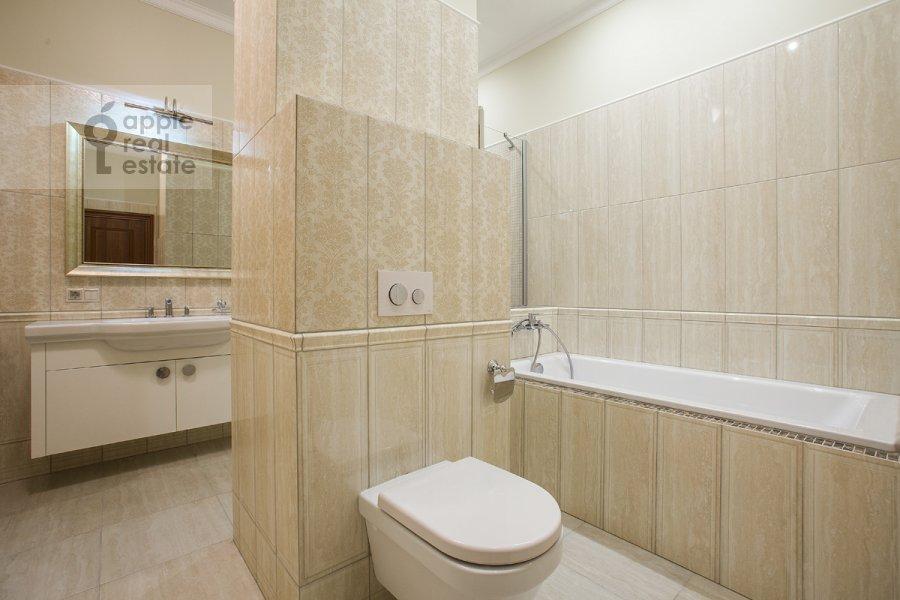 Санузел в 5-комнатной квартире по адресу Еропкинский пер. 16