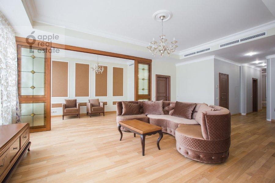 Living room of the 5-room apartment at Eropkinskiy per. 16