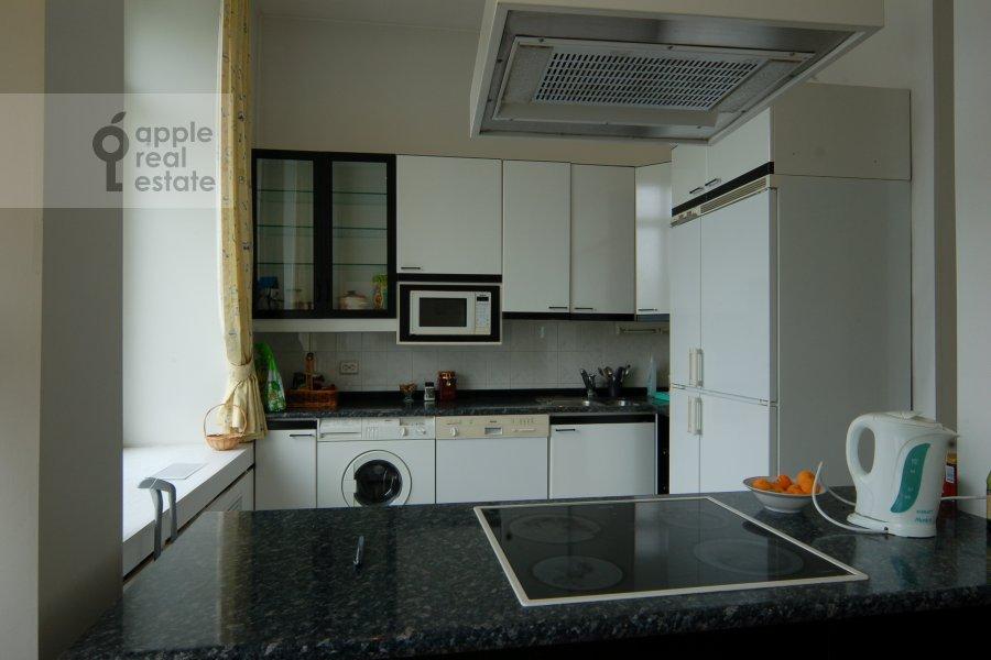 Кухня в 2-комнатной квартире по адресу Серафимовича ул. 2