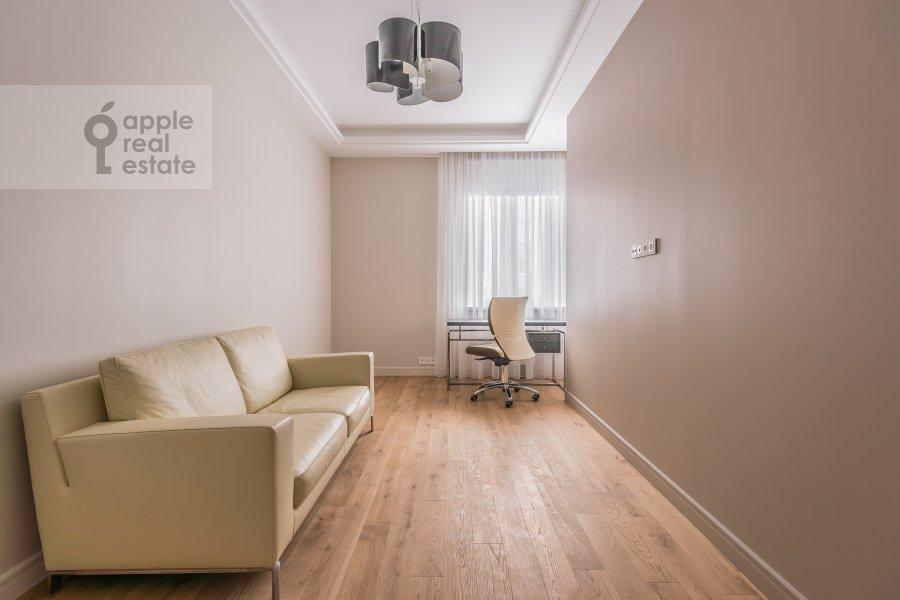 Children's room / Cabinet of the 3-room apartment at Bogoslovskiy per. 12a