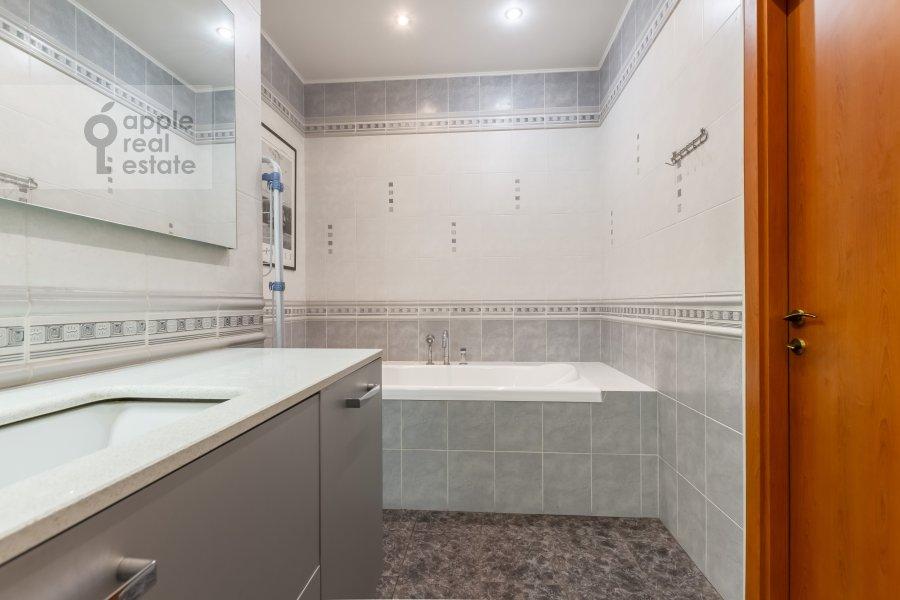 Bathroom of the 3-room apartment at Veskovskiy tupik 3