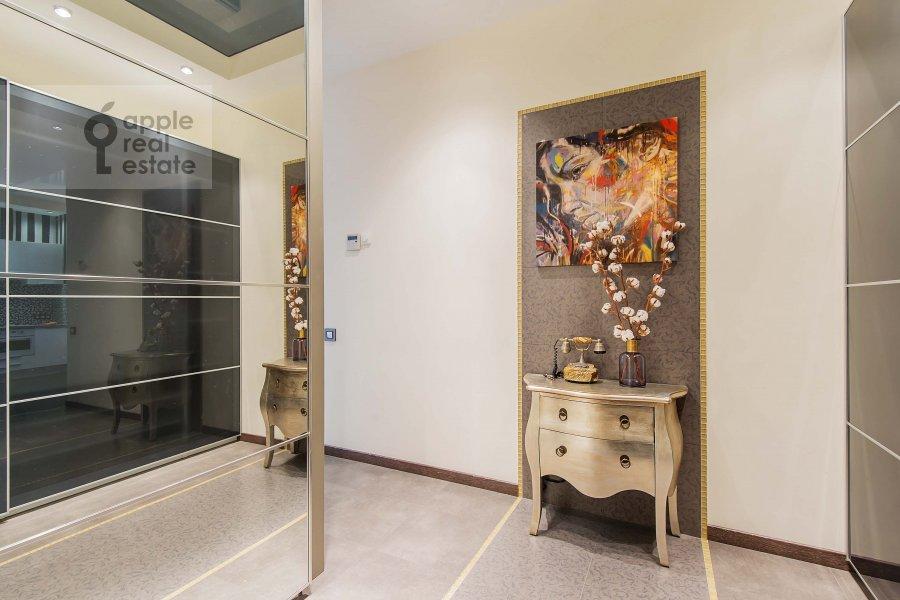 Corridor of the 1-room apartment at proezd Berezovoy Roshii 12