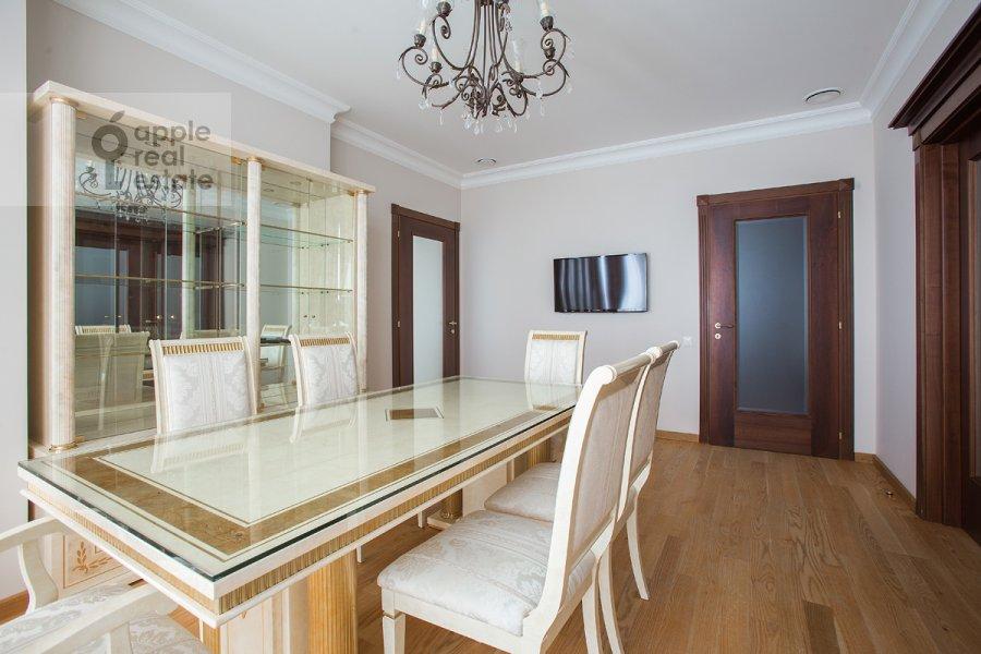 Кухня в 6-комнатной квартире по адресу Мосфильмовская ул. 70к1