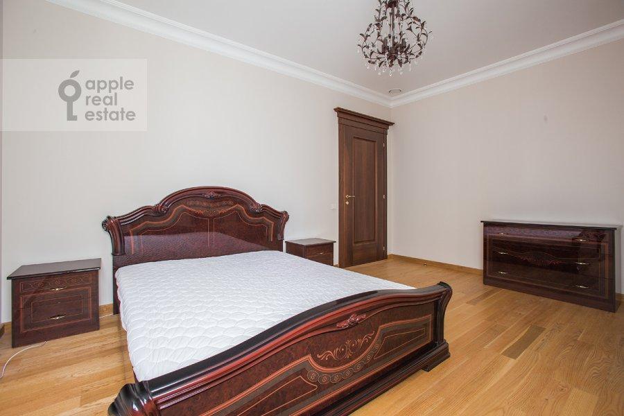 Спальня в 6-комнатной квартире по адресу Мосфильмовская ул. 70к1