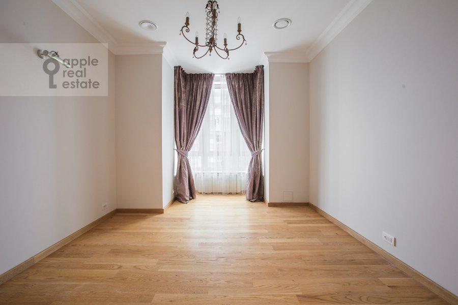 Детская комната / Кабинет в 6-комнатной квартире по адресу Мосфильмовская ул. 70к1