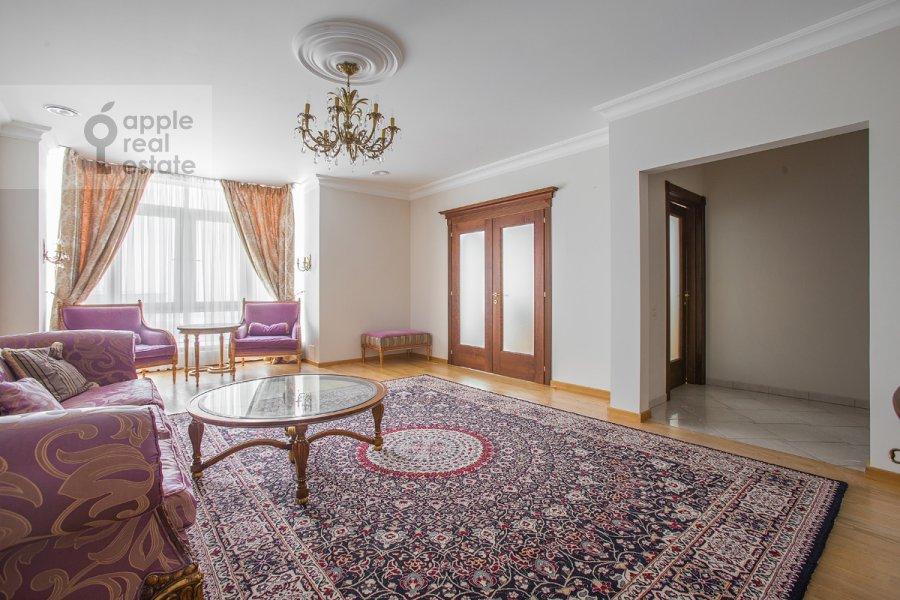 Гостиная в 6-комнатной квартире по адресу Мосфильмовская ул. 70к1