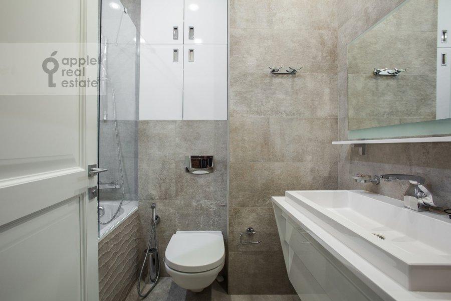 Bathroom of the 2-room apartment at Bol'shoy Patriarshiy per. 8s1