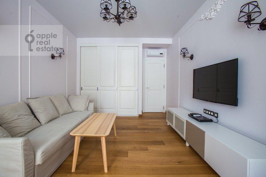 Living room of the 2-room apartment at Bol'shoy Patriarshiy per. 8s1
