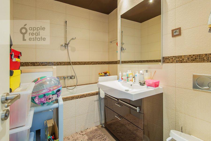 Bathroom of the 3-room apartment at Presnenskaya naberezhnaya 8s1