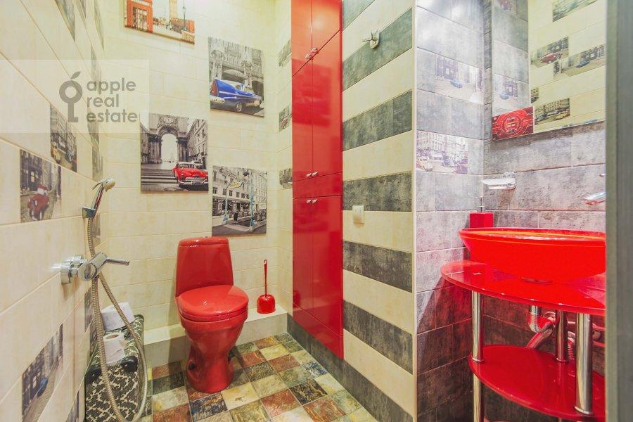 Bathroom of the 4-room apartment at 1-y Nagatinskiy pr. 11k2