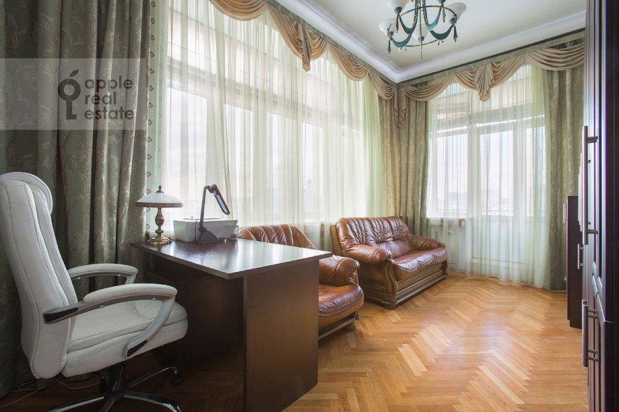 Детская комната / Кабинет в 4-комнатной квартире по адресу Серафимовича 2