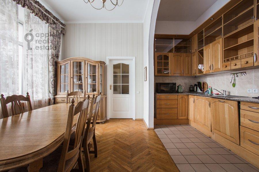 Кухня в 4-комнатной квартире по адресу Серафимовича 2