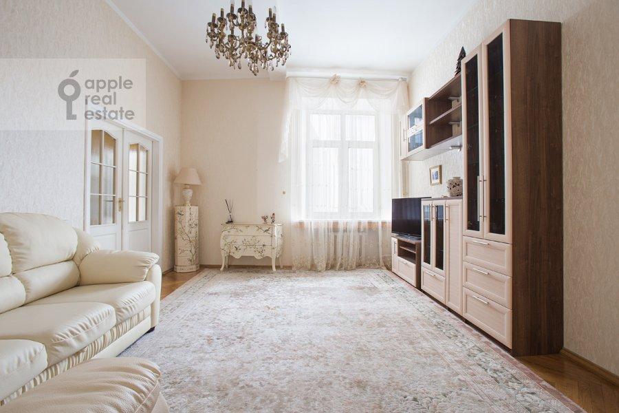 Гостиная в 4-комнатной квартире по адресу Серафимовича 2