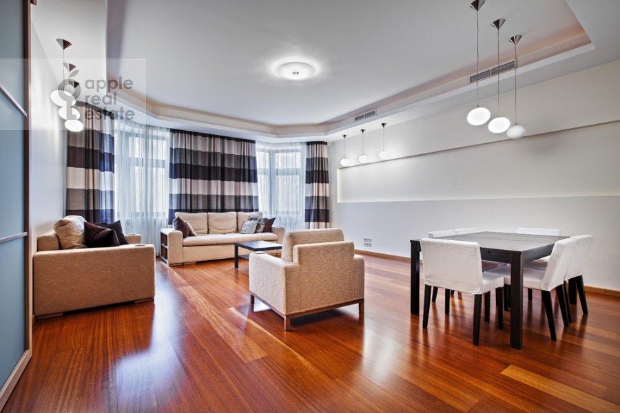 Living room of the 3-room apartment at Khlynovskiy tupik 4