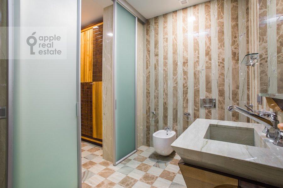 Санузел в 3-комнатной квартире по адресу Бутиковский пер. 3