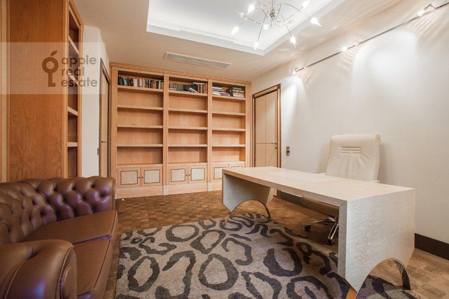 Детская комната / Кабинет в 4-комнатной квартире по адресу 2-я Фрунзенская улица 12