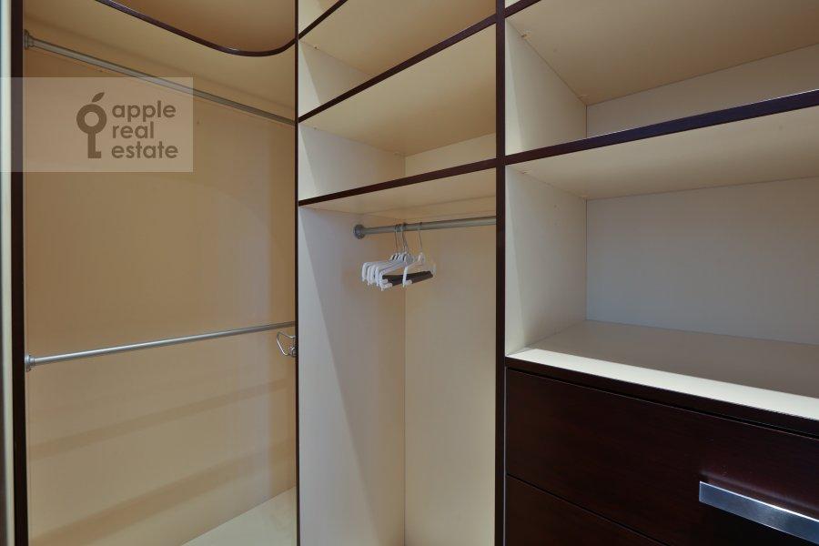 Гардеробная комната / Постирочная комната / Кладовая комната в 4-комнатной квартире по адресу Руновский переулок 10с1