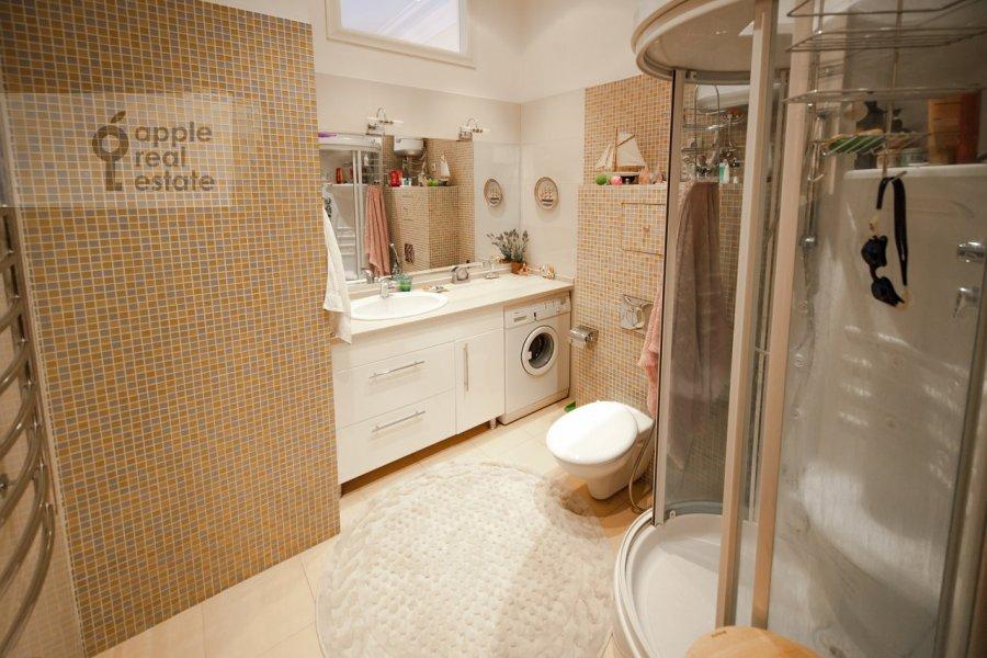 Bathroom of the 2-room apartment at Trubnikovskiy pereulok 26s1