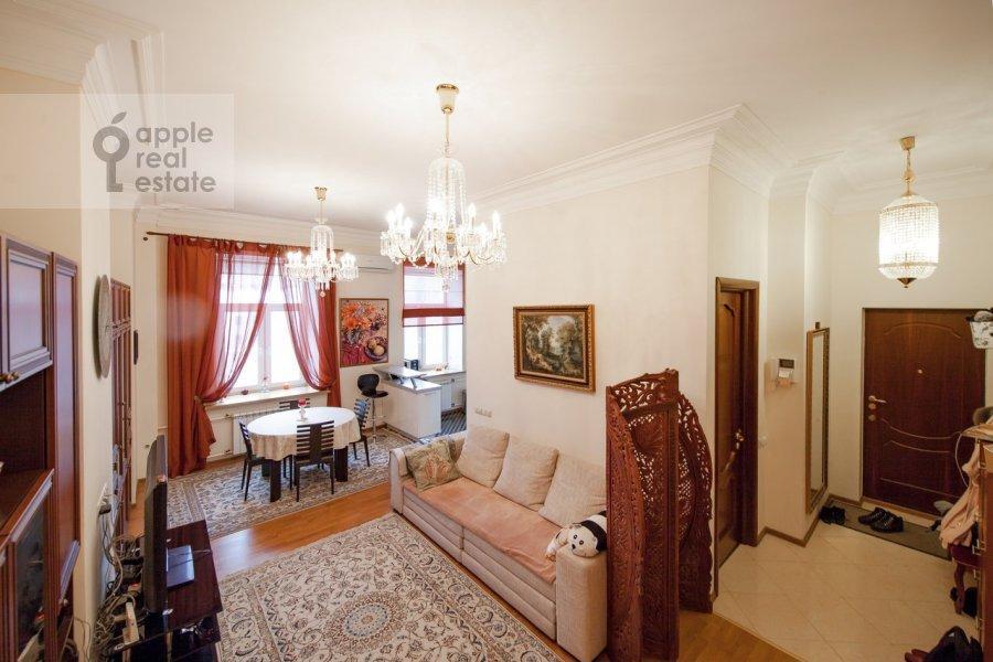 Living room of the 2-room apartment at Trubnikovskiy pereulok 26s1