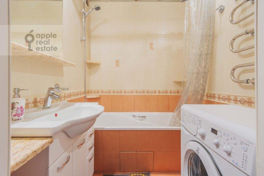 Bathroom of the 1-room apartment at Velozavodskaya ul. 2k3