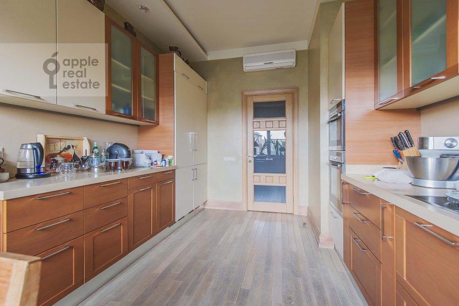 Kitchen of the 4-room apartment at Ozerkovskaya nab. 52A