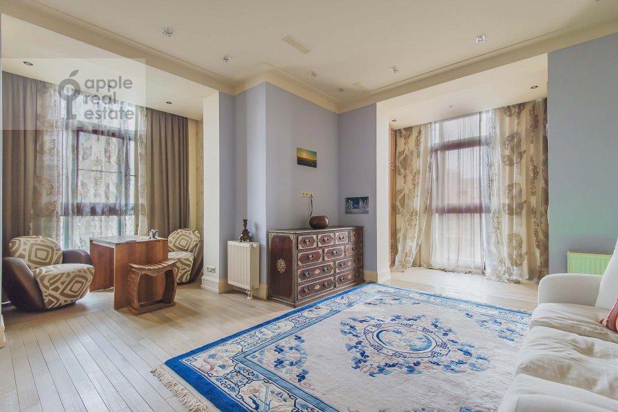 Bedroom of the 4-room apartment at Ozerkovskaya nab. 52A