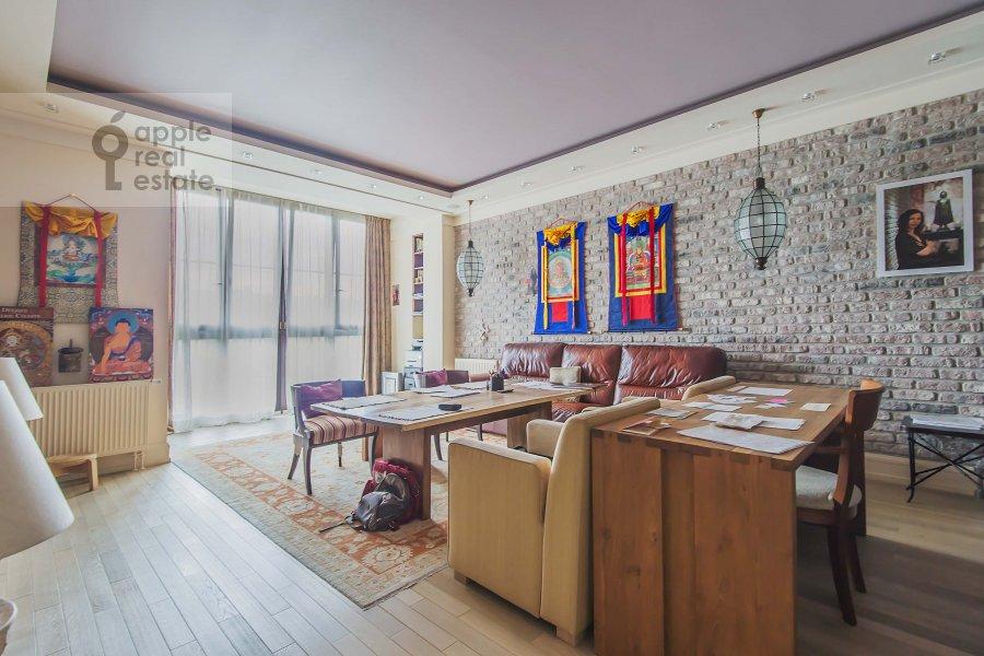 Гостиная в 4-комнатной квартире по адресу Озерковская наб. 52А