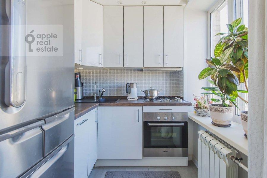 Кухня в 3-комнатной квартире по адресу Комсомольский проспект 19