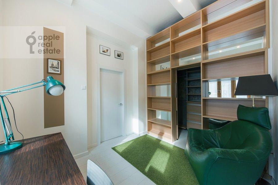 Детская комната / Кабинет в 5-комнатной квартире по адресу Филипповский пер. 18